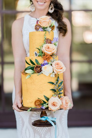 Yellow wedding cake floral