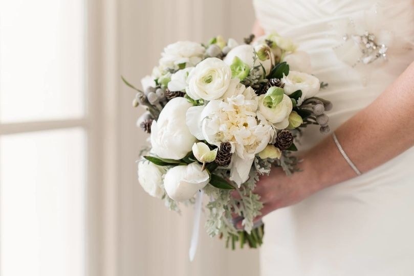 Wintry white bouquet
