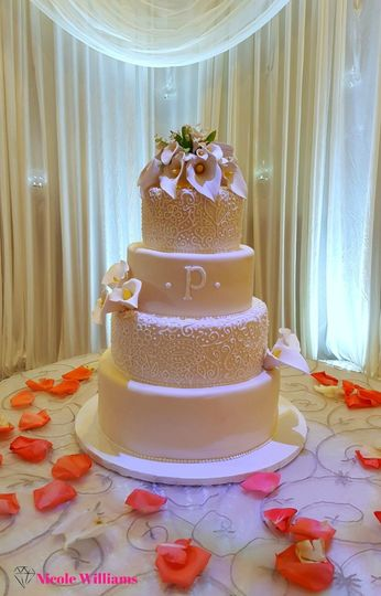 800x800 1466185434226 nicole williams collective weddings cake 1