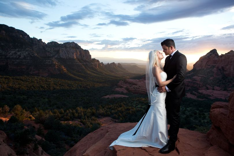Newlyweds at the cliff