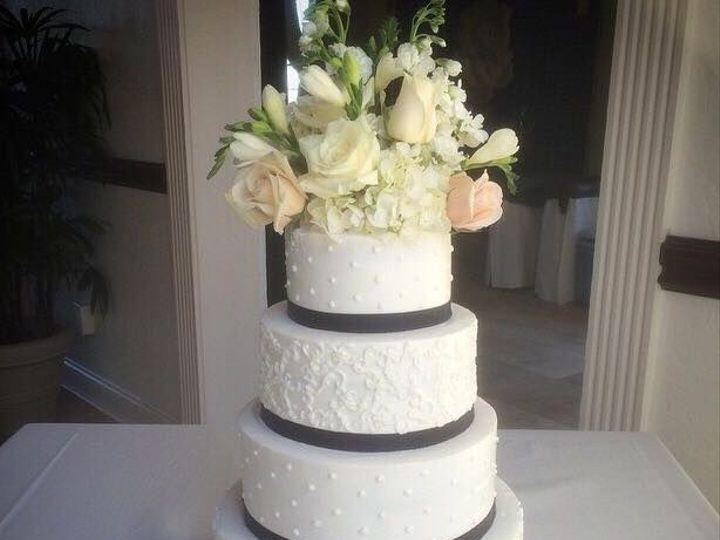Tmx 1533252604 C4d85f99bde2d2ce 1533252603 A6b551feebd97fc6 1533252599302 7 2 Jacksonville wedding cake