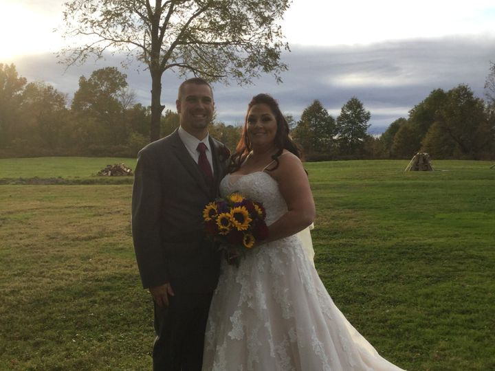 Tmx October 12th 2019 Couple Outside 51 129978 1571924626 Wallkill, NY wedding venue