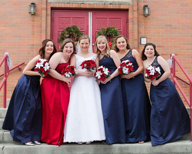 9f5543556b94d24a 1521471272 8d034f424983fa7d 1521471268153 2 bride bridesmaids