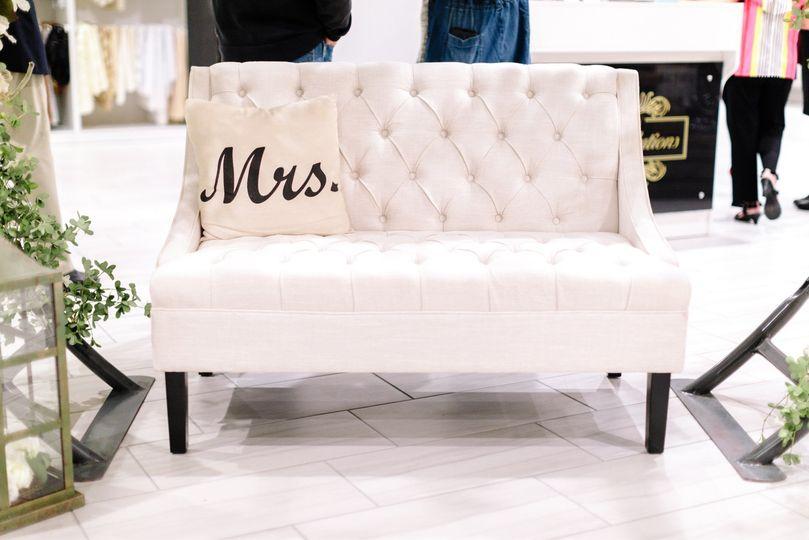 Sweetheart seat
