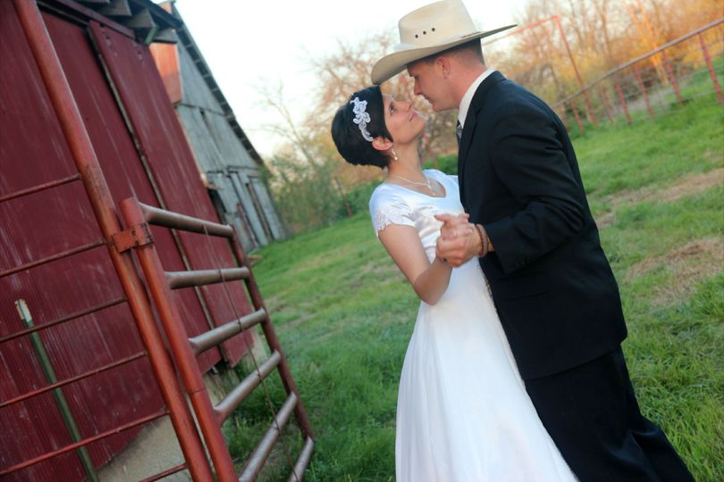 Wedding couple Justin and Jessica at the Civil War Ranch in Carthage, MO. Photo by Jenny Omandi.
