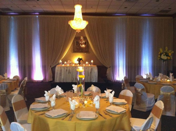 Gold themed table set-up