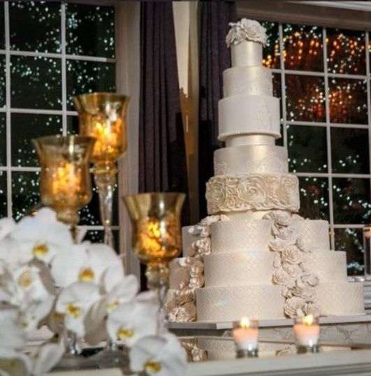 A classic white wedding cake