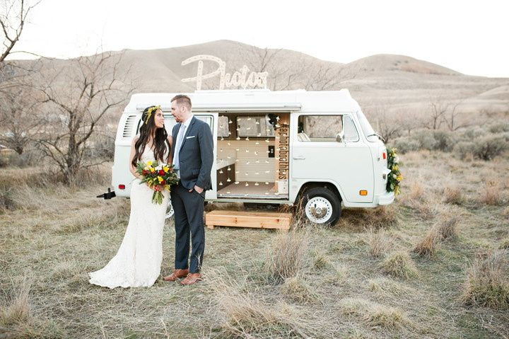 Newlyweds by the photo booth bus