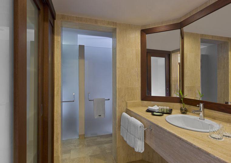 Deluxe junior suite, bathroom