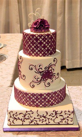 This cake is modern with a twist which satify both modern and traditional couples.