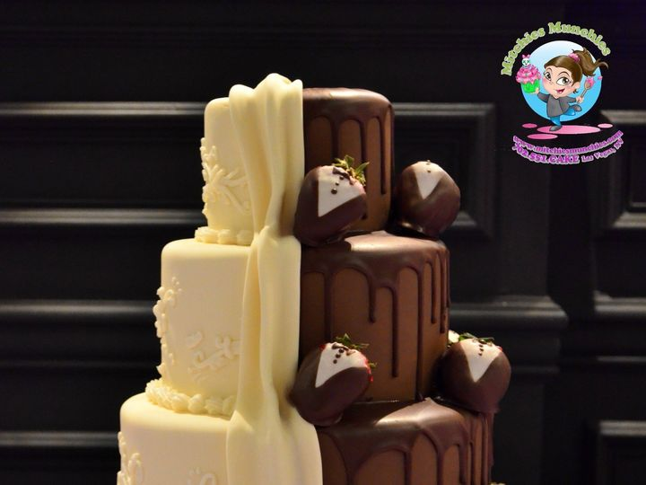 Tmx 1447483352452 Dualsidedweddingcakelasvegasmitchiesmunchies Las Vegas wedding cake