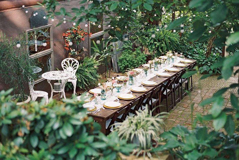 Long table setting | Leslie Lockhart Photography
