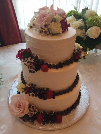 Berries and flowers cake