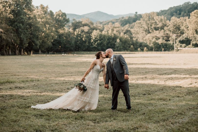 Couple kiss - brandi sisson photography