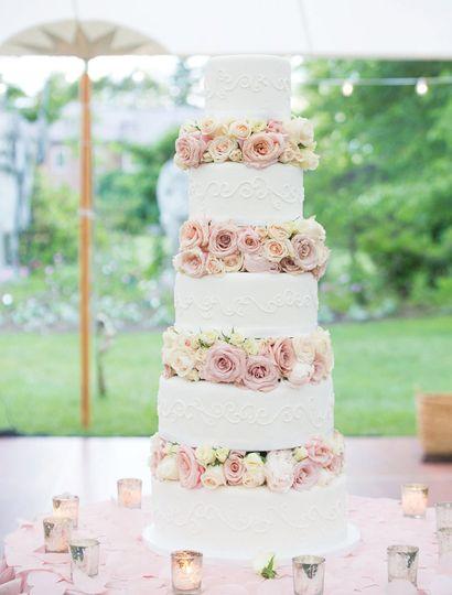 Five layers wedding cake
