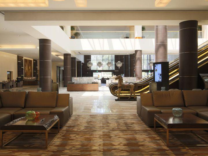 Tmx 1515721557 Ca904cd515ee45da 1515721553 3af5806a6ed8b931 1515721531567 2 Lobby With Escalat Los Angeles, CA wedding venue