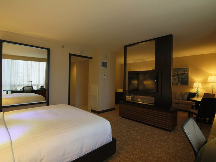 Tmx 1535417769 8c1183b9572996d3 1535417767 15b2e8675cdbd42f 1535417744685 2 Jr Suite Full View Los Angeles, CA wedding venue