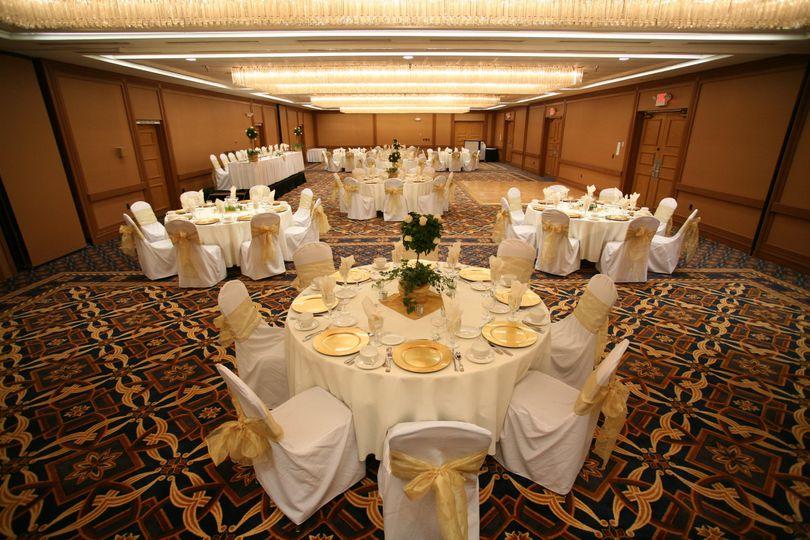 Round table arrangements