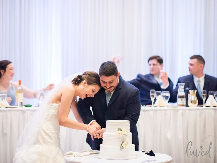 Tmx Cake Cutting 4 51 413388 158757060656344 Orland Park, IL wedding venue