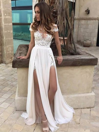 Sheath/Column Scoop Neck Chiffon Tulle Sweep Train Appliques Lace Popular Wedding Dresses