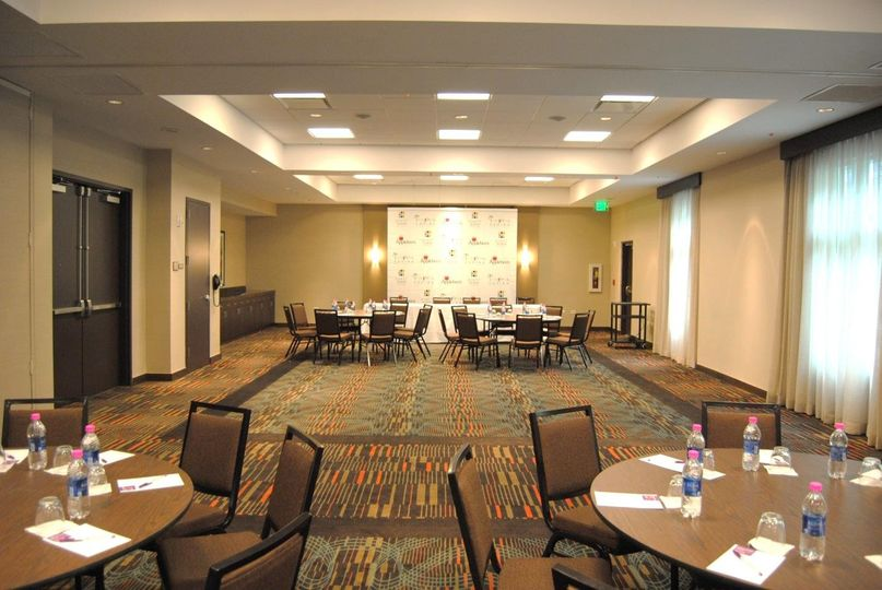 This Hyatt Place hotel is your ideal venue for small corporate or executive meetings and training...