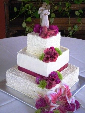 Square cake with dark pink flowers