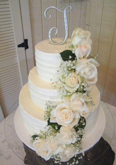 White roses decorating a white cake