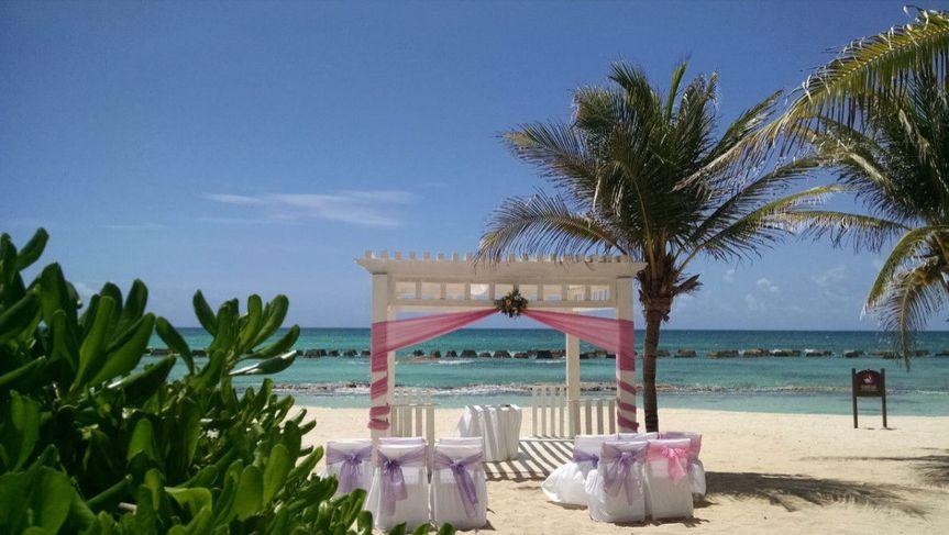 ea4caa7b995c5f74 1476124766273 outdoor oceanside wedding with pink