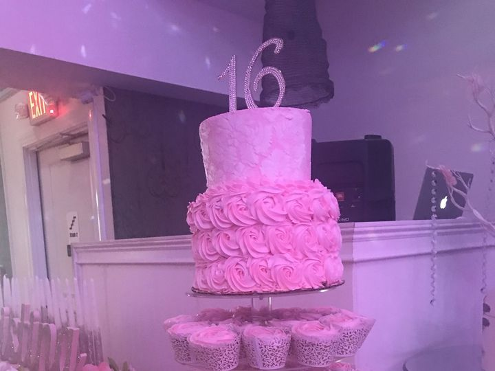 Tmx 1530588702 F60a5d60315f17b3 1530588700 776023effb51c33d 1530588699192 3 19FE00DA 926A 4B94 Freehold wedding cake