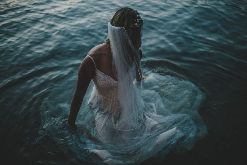 Bridal shoot in the lake