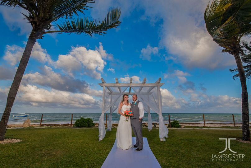Destination weddings on the beach are so much fun and offer incredible views we don't see anywhere...