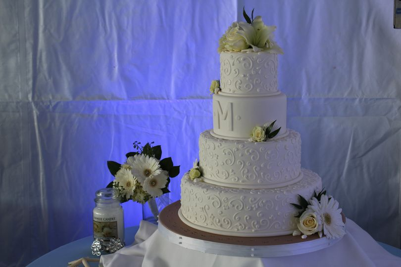 Elegant 4-tier wedding cake
