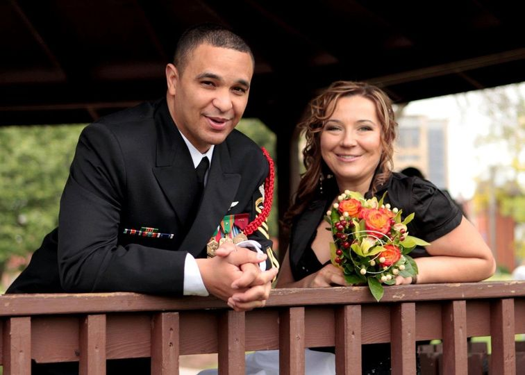 Eric and Dorota had an intimate family wedding in a park