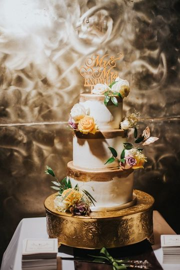 gold cake stand one union studios photography 51 57488 157617436747224