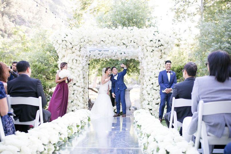 White roses wedding decor