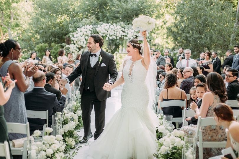 Ceremony white roses decor