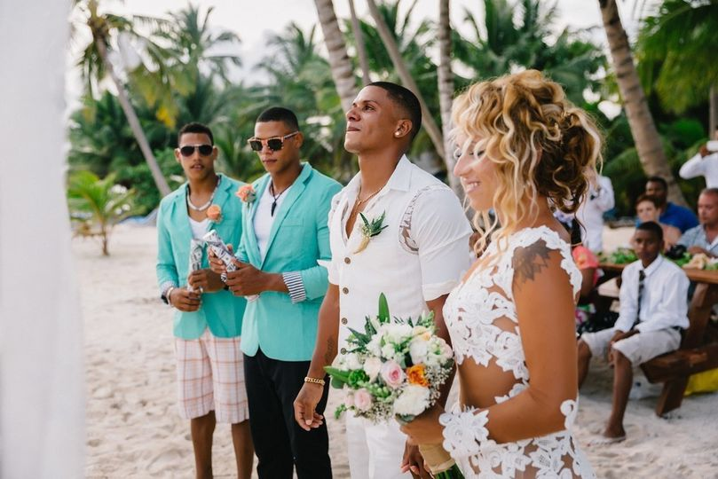 Beach wedding makeup