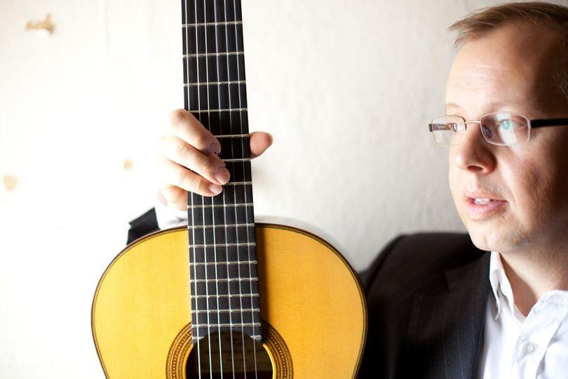 Robert Brown, guitarist