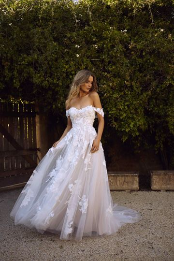 elora ml8518 sweetheart neckline ball gown in floral lace and tulle with detachable straps strapless wedding dress madi lane luv bridal 7 1667x2500 51 82688 1565701717