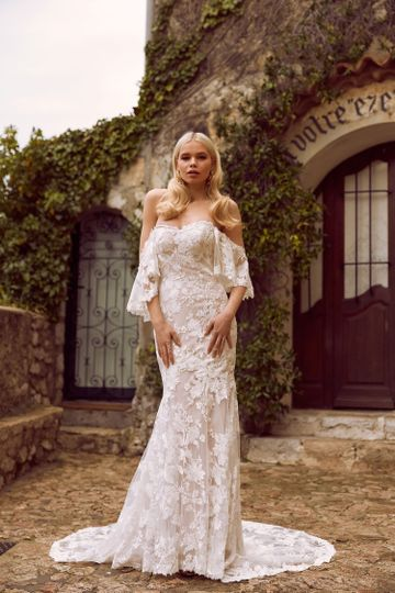 halle ml8319 full lace fitted gown with sweetheart neckline and zip up back detachable off shoulder flutter sleeves wedding dress madi lane bridal2 51 82688 1565701671