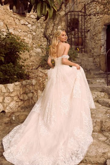 havilah ml8619 lace and tulle strapless gown with plunging neckline fitted bodice and floaty skirt zipper and detachable lace and tulle off shoulder straps wedding dress madi lane bridal5 51 82688 1565701613