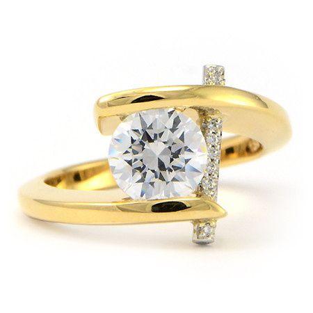Diamond stone on gold ring