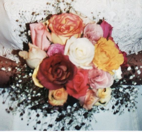 Multi-colored roses in a Fall wedding bouquet.