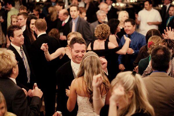 wedding reception dancing0