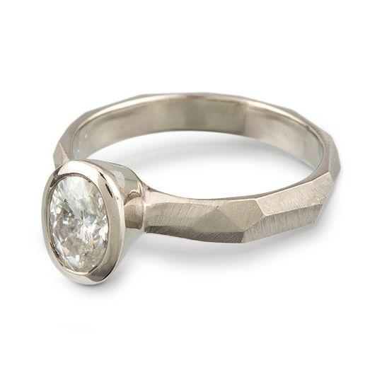 Oval moissanite chiseled ring