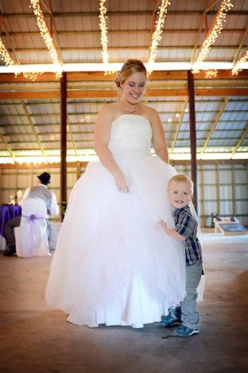 Bride and kid at the wedding