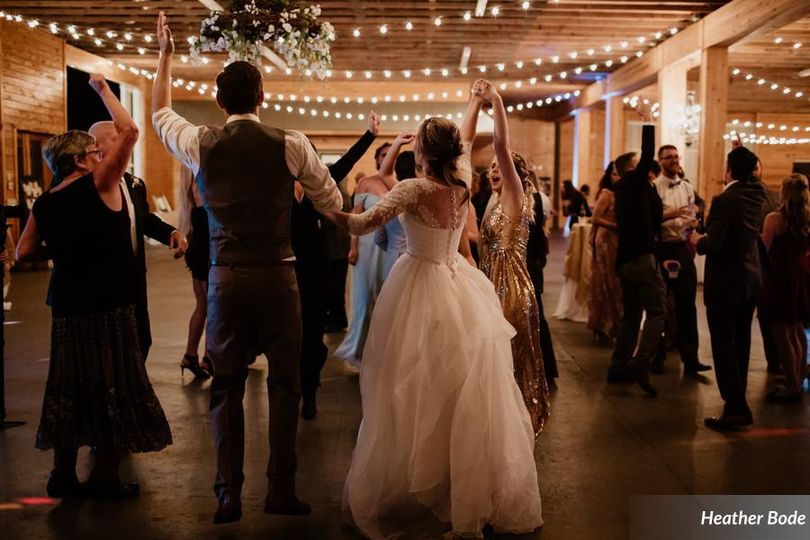 Dancing newlyweds | Heather Bode Photography