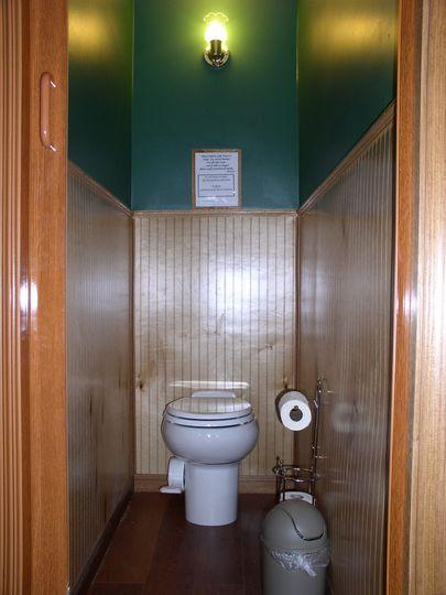 Water closet Cherry Suite