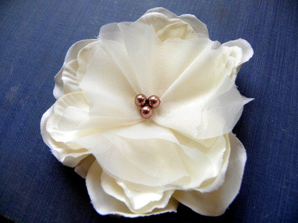 Tennesse Ivory Hair Flower with Bronze Pearls