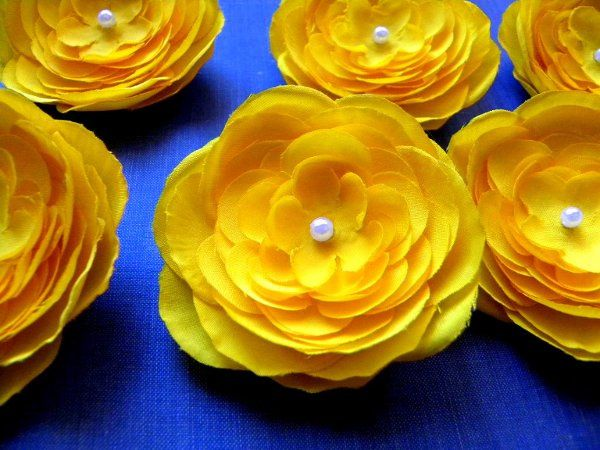 Madeline II small Yellow Ranunculus